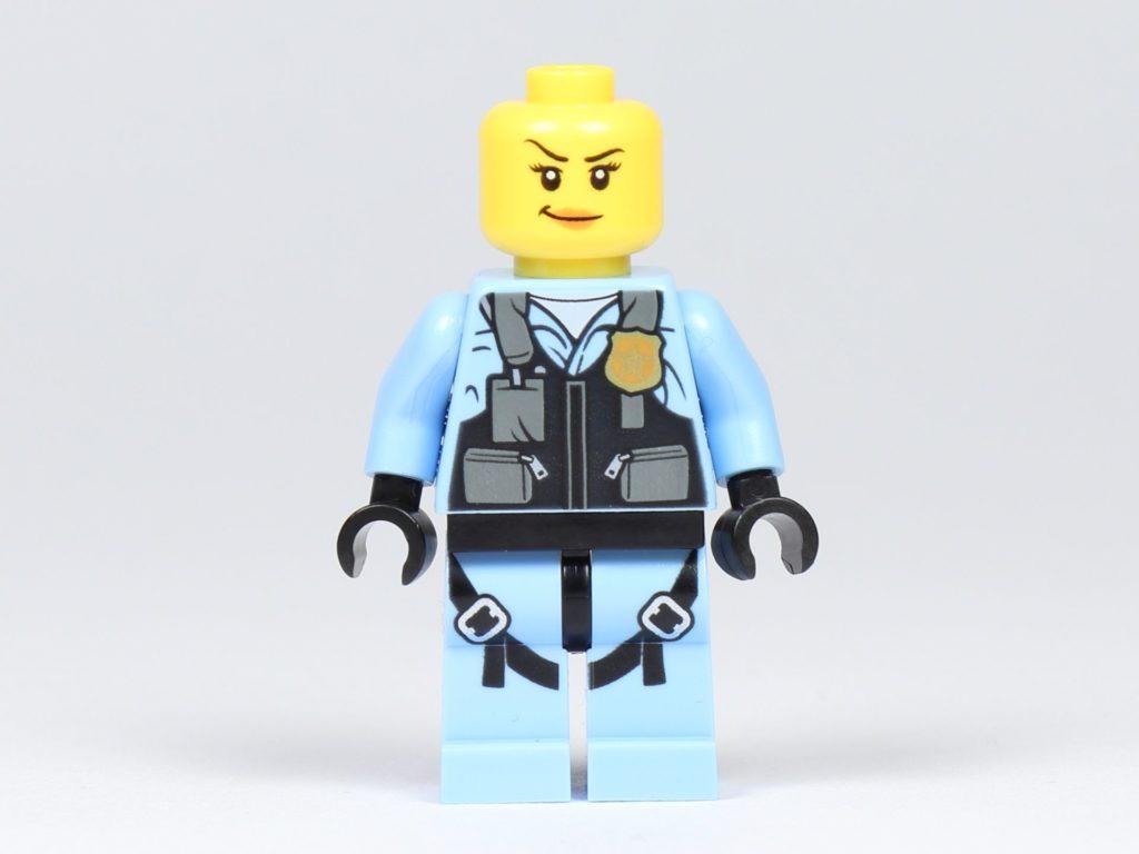 LEGO® City 30362 Raketenrucksack - Polizistin ohne Zubehör, Vorderseite | ©2019 Brickzeit