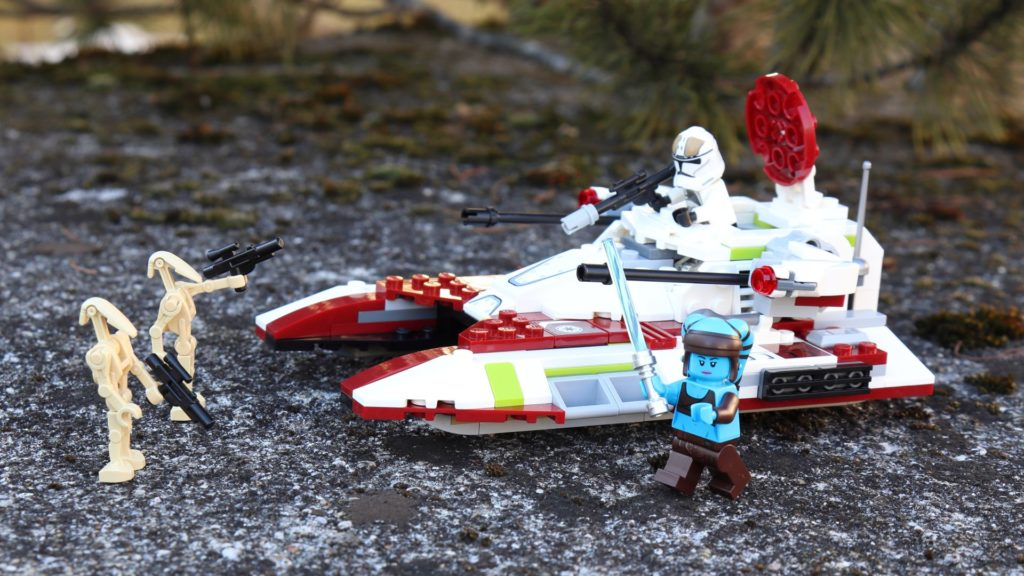 LEGO® Republic Fighter Tank und Minifiguren | ®2019 Brickzeit
