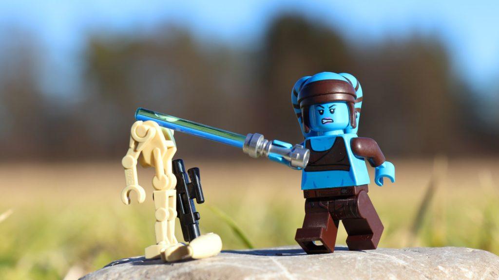LEGO® Aayla Secura bekämpft einen Droiden | ®2019 Brickzeit