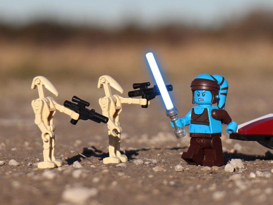 LEGO® Aayla Secura mit Lichtschwert - Titelbild | ®2019 Brickzeit