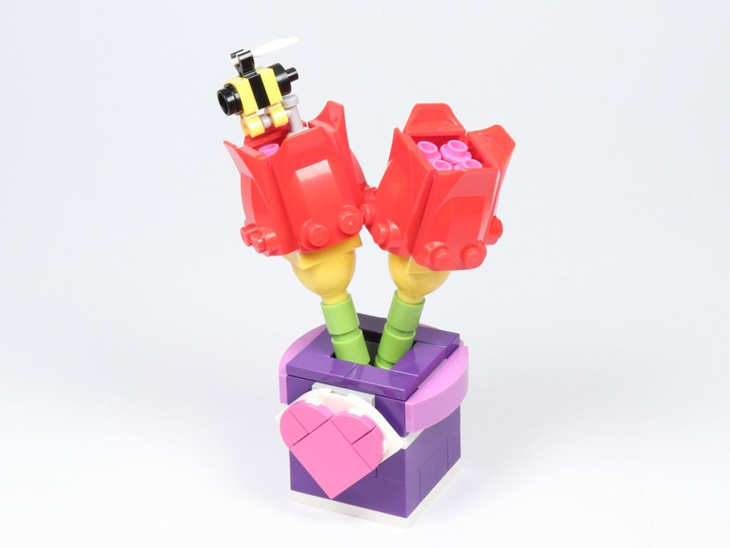 LEGO® Friends 30408 Blume mit Biene - vorne, links | ©2019 Brickzeit