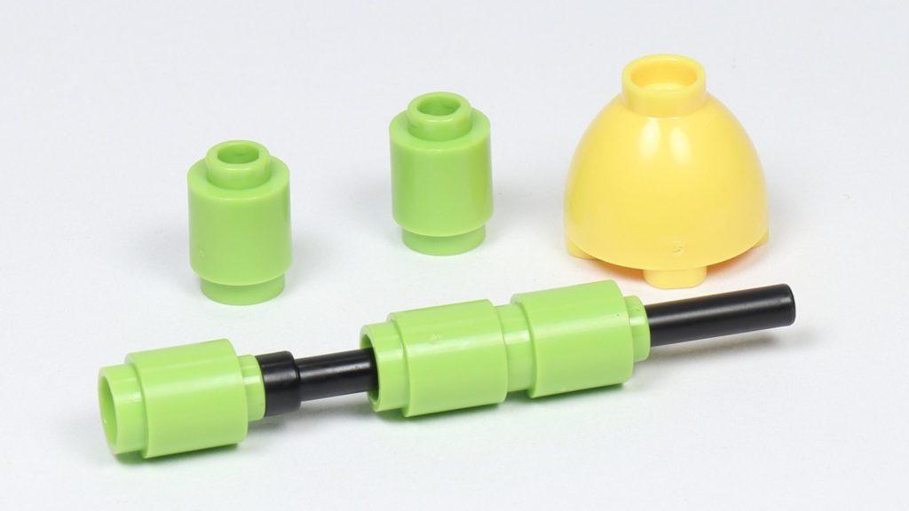 LEGO® Friends 30408 Blume mit Biene - Stängel im Aufbau | ©2019 Brickzeit