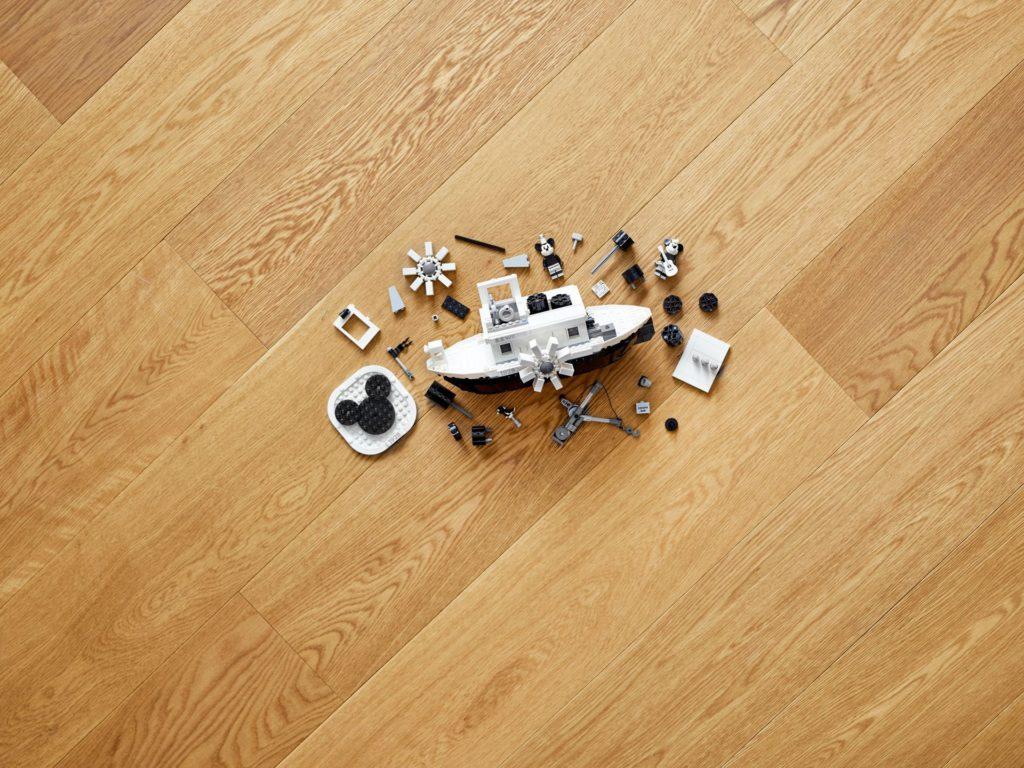 LEGO® Ideas 21317 Steamboat Willie - Bild 03   ©LEGO Gruppe
