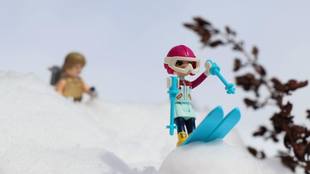LEGO® Emma auf der Skisprungschanze | ©2019 Brickzeit