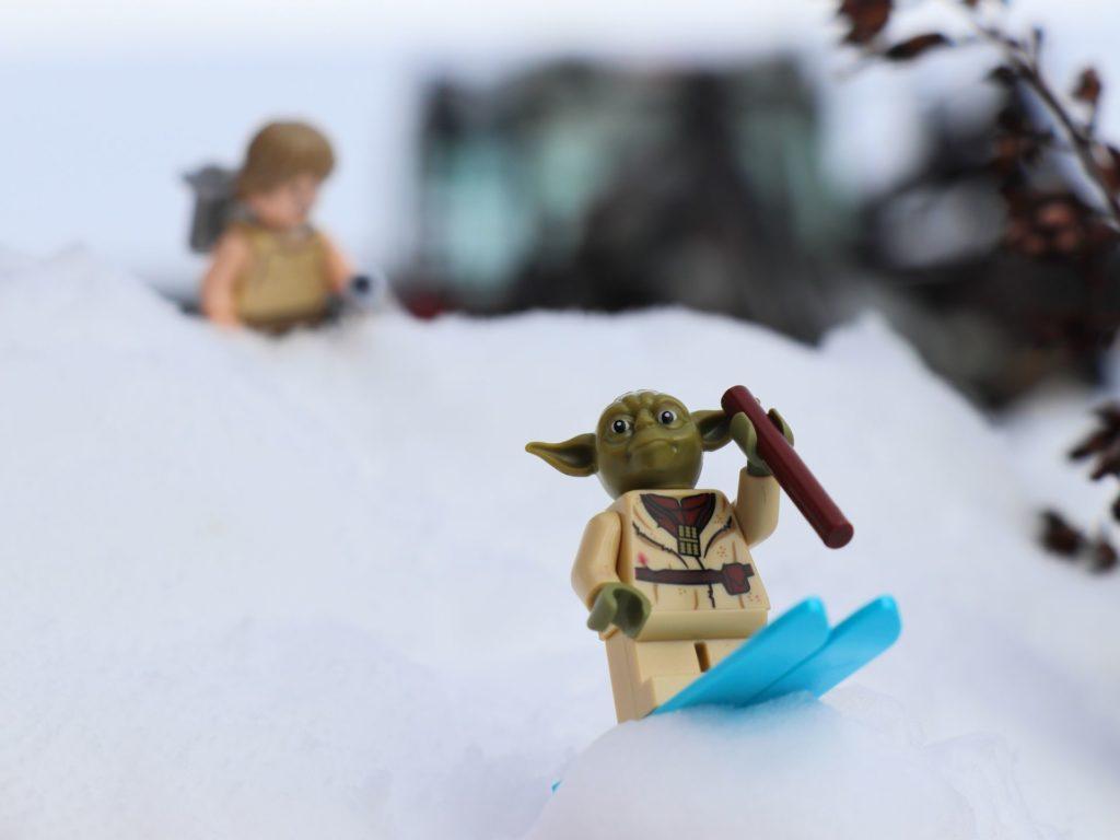 LEGO® Yoda auf der Skisprungschanze | ©2019 Brickzeit