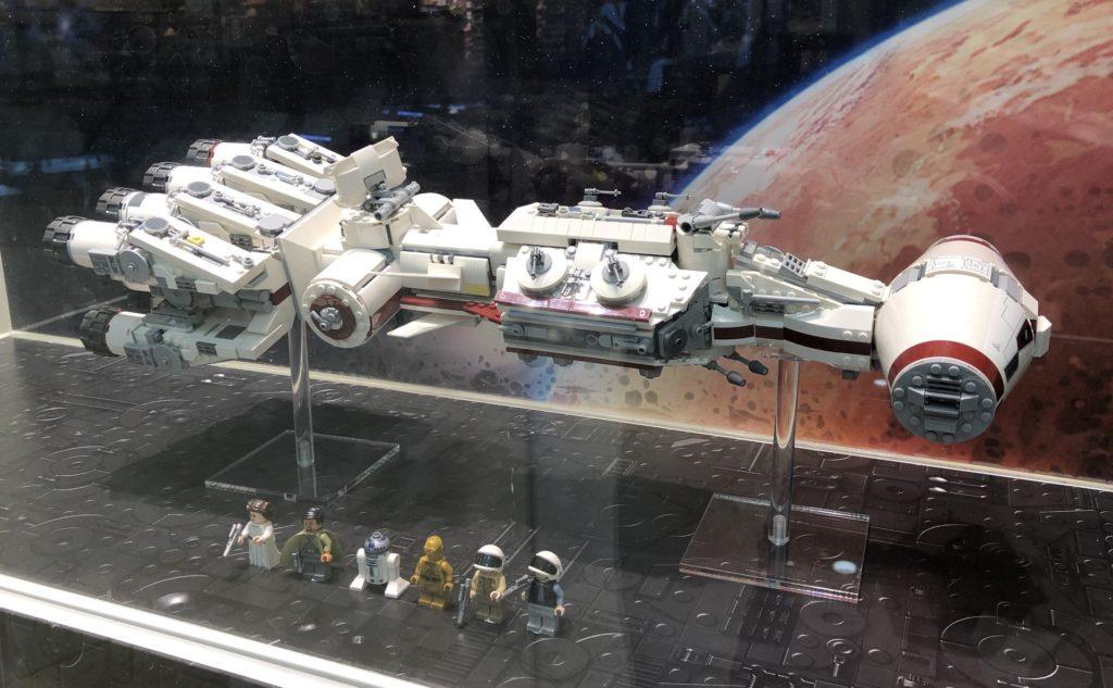 LEGO® Star Wars™ 75244 Tantive IV im Schaufenster | ©2019 Brickzeit