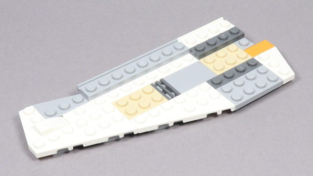 LEGO® Star Wars™ 75259 - Bauabschnitt 3 - linke Flügel bekommt typische Form | ©2019 Brickzeit
