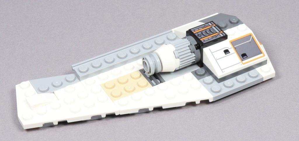 LEGO® Star Wars™ 75259 - Bauabschnitt 3 - linke Flügel, Antrieb wird erweitert | ©2019 Brickzeit