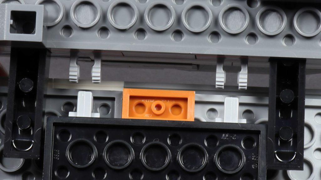LEGO® Star Wars™ 75259 - Bauabschnitt 3 - linker Flügel, befestigen | ©2019 Brickzeit