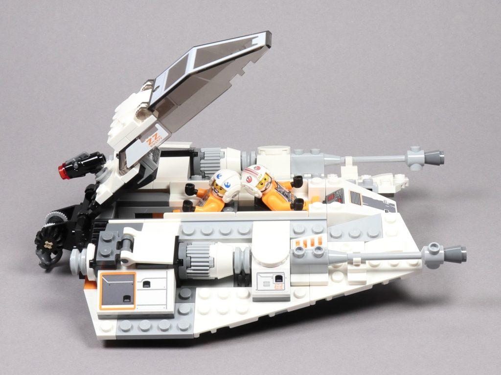 LEGO® Star Wars™ 75259 Snowspeeder™ - geöffnetes Cockpit | ©2019 Brickzeit