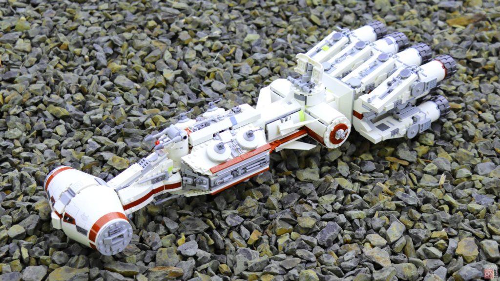 LEGO 75244 - Tantive IV auf steinigen Landeplatz | ©2019 Brickzeit