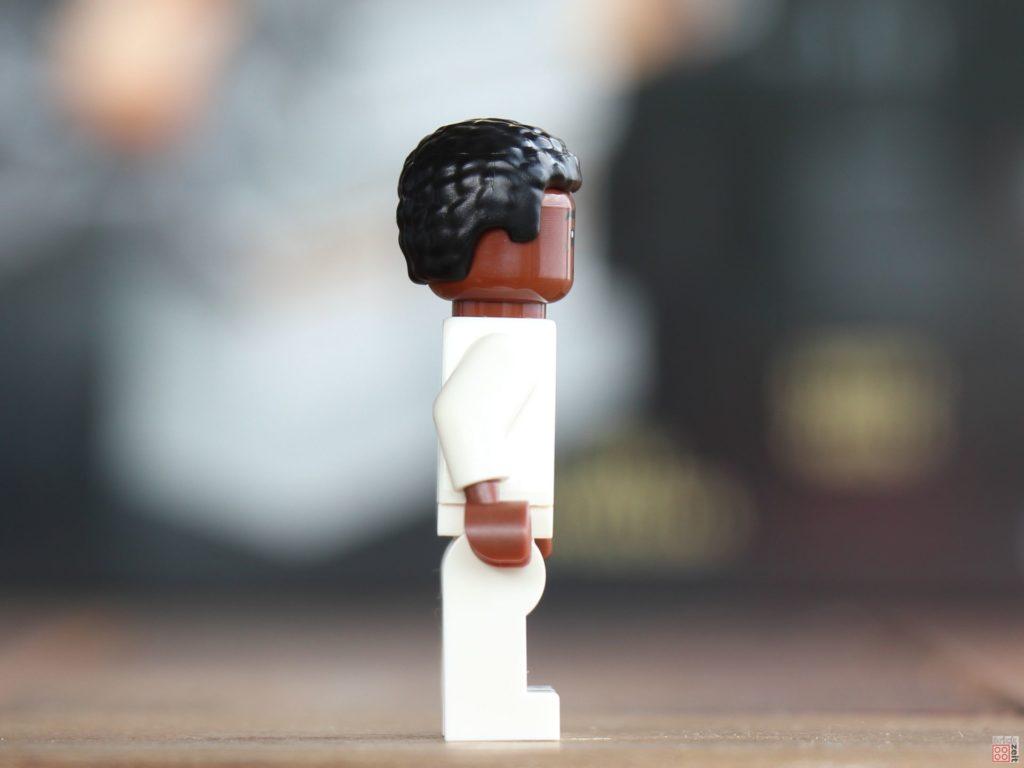 LEGO® Star Wars™ Lexikon 2019 - Finn im Bacta-Anzug, rechte Seite | ©2019 Brickzeit
