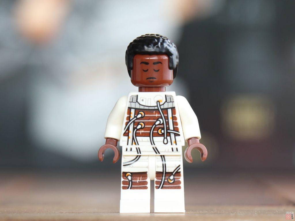 LEGO® Star Wars™ Lexikon 2019 - Finn im Bacta-Anzug, Vorderseite, schlafend | ©2019 Brickzeit