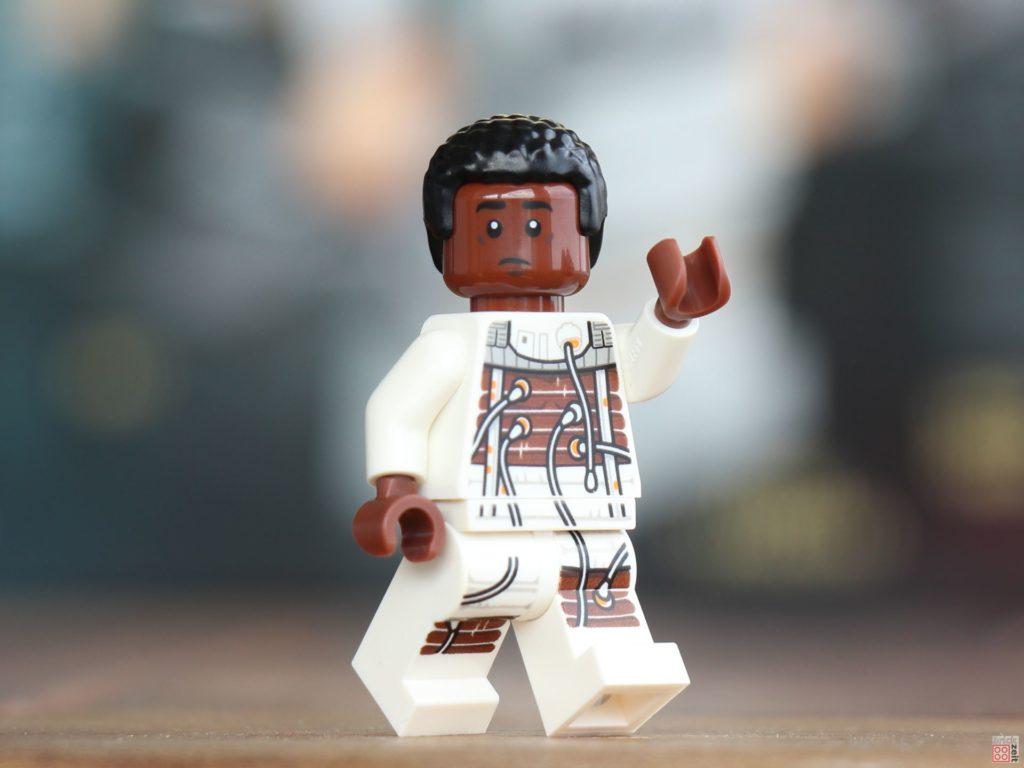 LEGO® Star Wars™ Lexikon der Figuren, Raumschiffe und Droiden Neuausgabe 2019 - exklusive Finn im Bacta-Anzug Minifigur | ©2019 Brickzeit