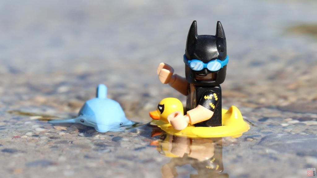 LEGO® Batman schwimmt mit Delfin | ©2019 Brickzeit