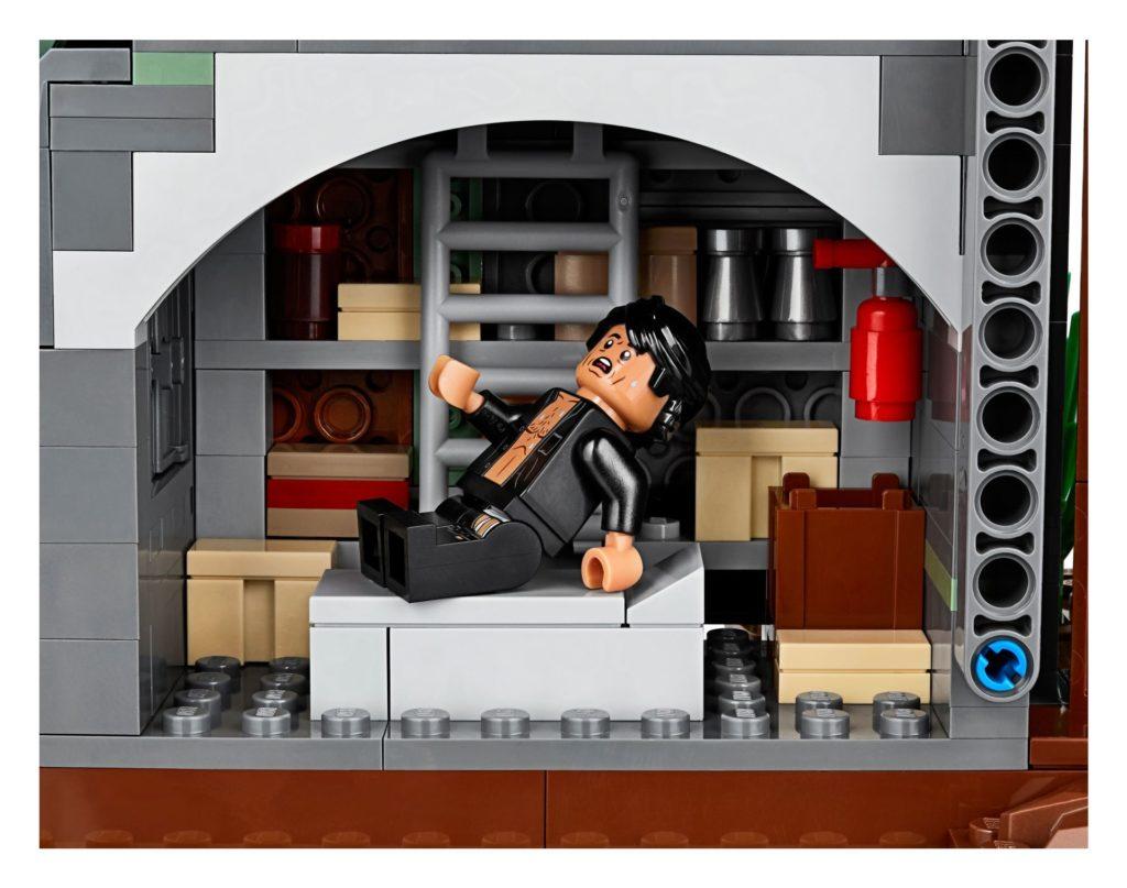 LEGO® 75936 - Ian Malcolm auf Krankenbett | ©LEGO Gruppe