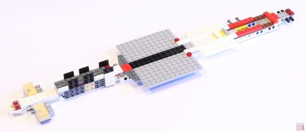LEGO 75244 - Bauabschnitt 1, Platten in der Mitte | ©2019 Brickzeit
