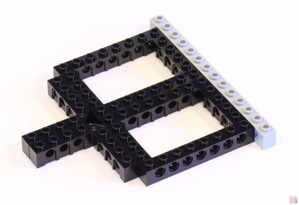 LEGO 75244 - Bauabschnitt 1, Grundgerüst der Antriebssektion | ©2019 Brickzeit