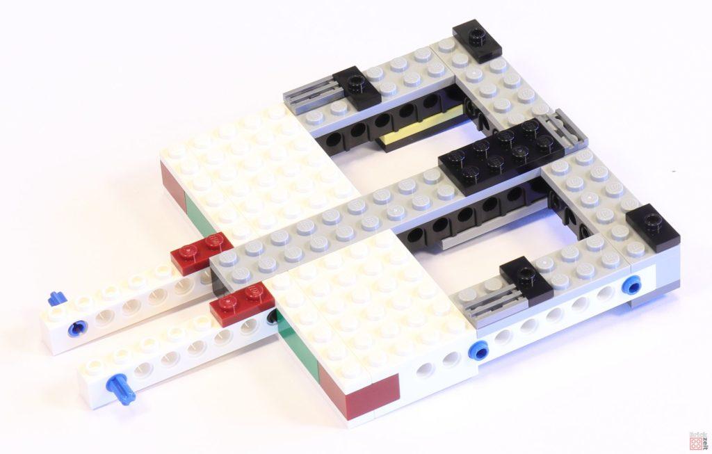 LEGO 75244 - Bauabschnitt 1, Grundgerüst der Antriebssektion mitten im Bau | ©2019 Brickzeit