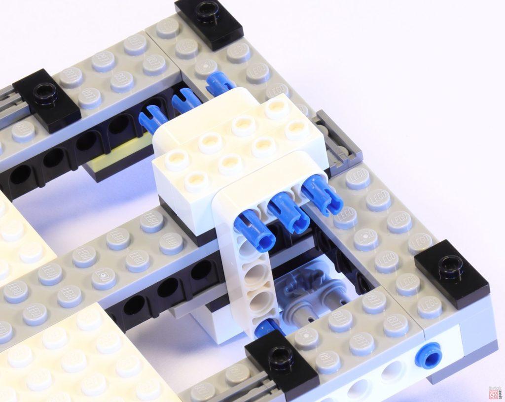 LEGO 75244 - Bauabschnitt 1, Grundgerüst oben und unten fixiert | ©2019 Brickzeit