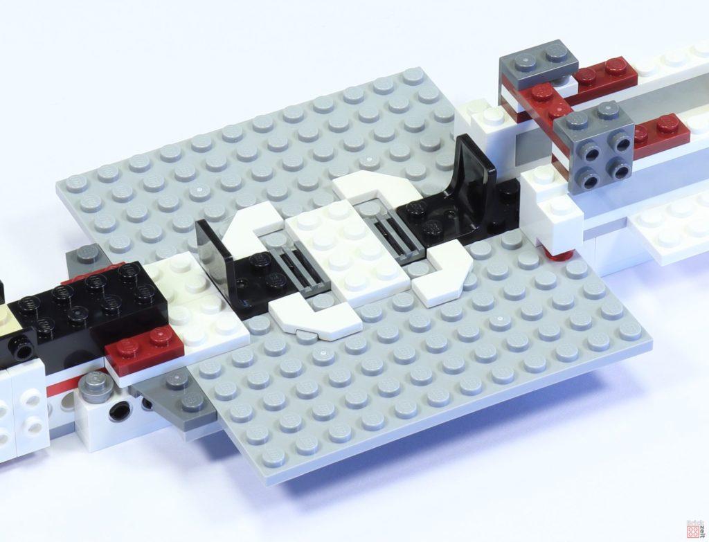 LEGO 75244 - Bauabschnitt 2, Stühle im Aufenhaltsraum | ©2019 Brickzeit