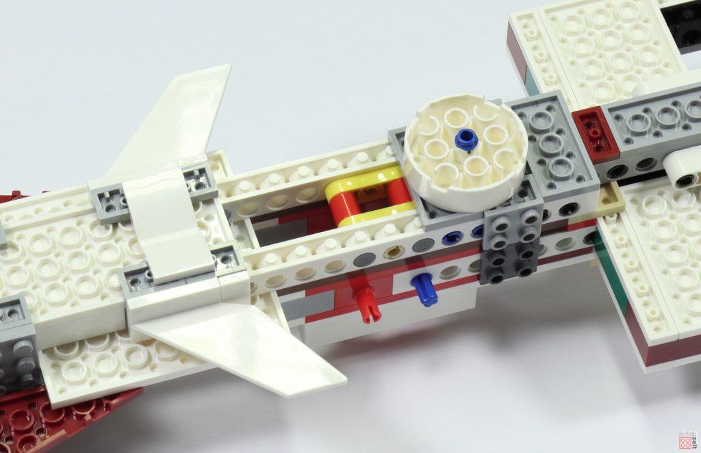 LEGO 75244 - Bauabschnitt 2, Seitenfinnen und Turmvorbereitung | ©2019 Brickzeit