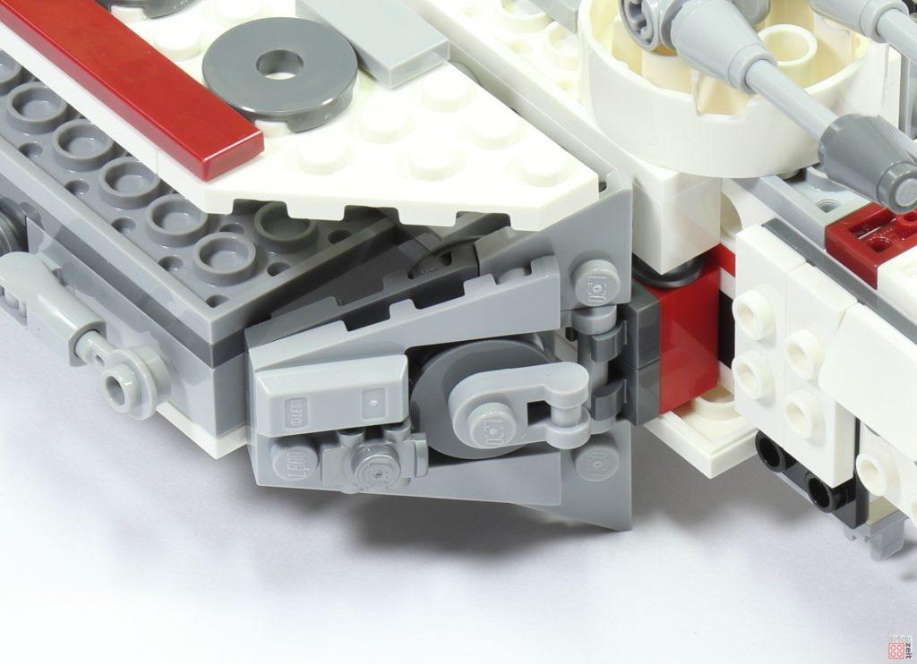 LEGO 75244 - Bauabschnitt 3, Zierelement befestigt | ©2019 Brickzeit