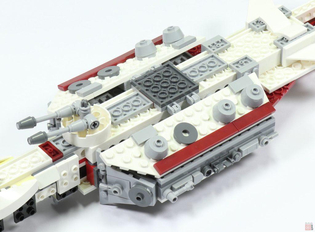LEGO 75244 - Bauabschnitt 3, Bodenplatten angeklappt | ©2019 Brickzeit