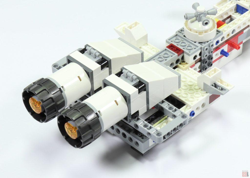 LEGO 75244 - Bauabschnitt 3, Schubdüsen befestigt | ©2019 Brickzeit