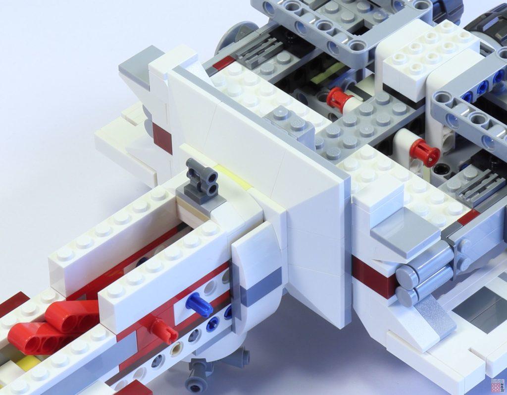 LEGO 75244 - Bauabschnitt 4, Verkleidung befestigt| ©2019 Brickzeit