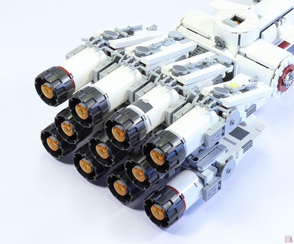 LEGO 75244 - Bauabschnitt 5, seitliche, obere Antriebe befestigt | ©2019 Brickzeit