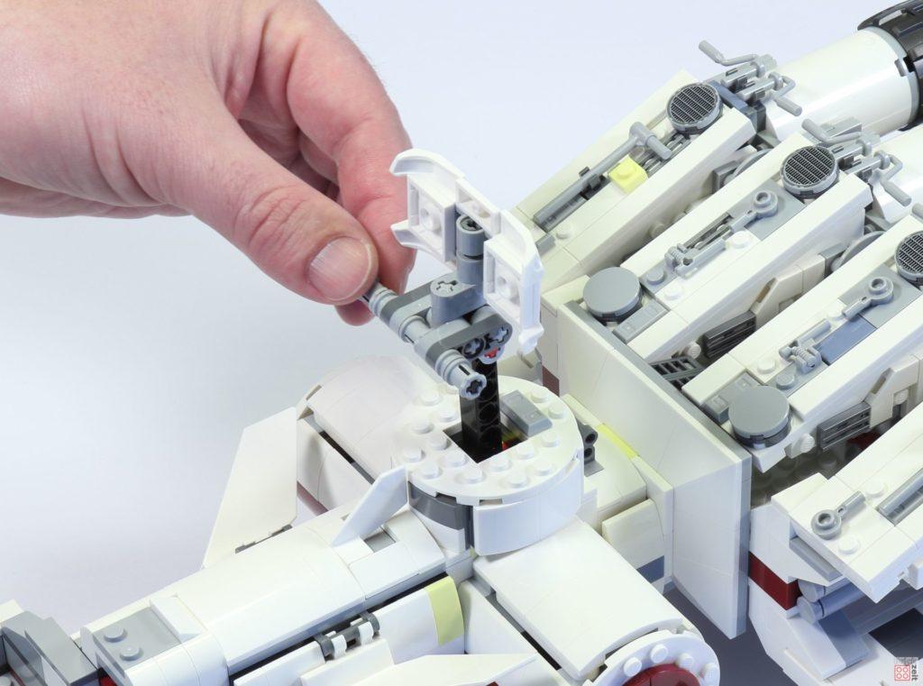 LEGO 75244 - Bauabschnitt 6, Sensorschüssel wird angebaut | ©2019 Brickzeit