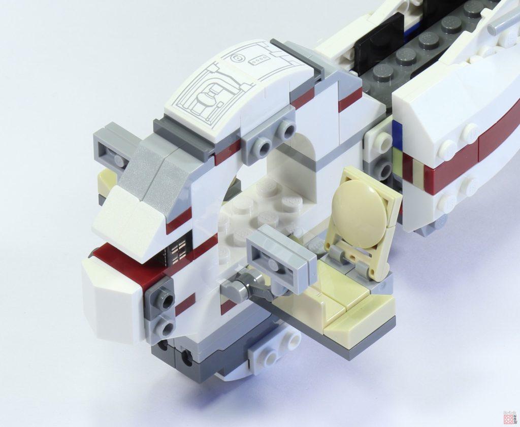 LEGO 75244 - Bauabschnitt 6, Cockpit Mittelstück aufgesteckt | ©2019 Brickzeit