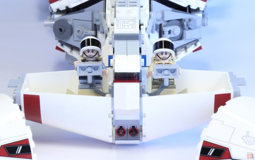 LEGO Star Wars 75244 Tantive IV - offenes Cockpit mit Minifiguren | ©2019 Brickzeit