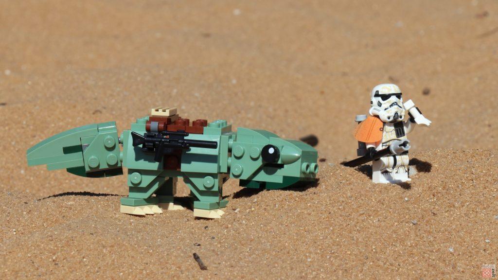 LEGO® Sandtrooper neben Taurücken | ©2019 Brickzeit