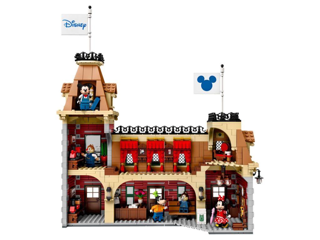 LEGO® 71044 Disney Zug mit Bahnhof - Bahnhof Rückseite | ©LEGO Gruppe