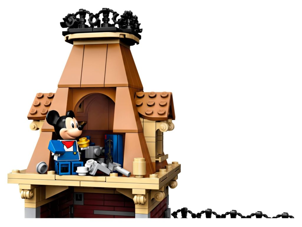 LEGO® 71044 Disney Zug mit Bahnhof - Micky Maus auf Turm | ©LEGO Gruppe