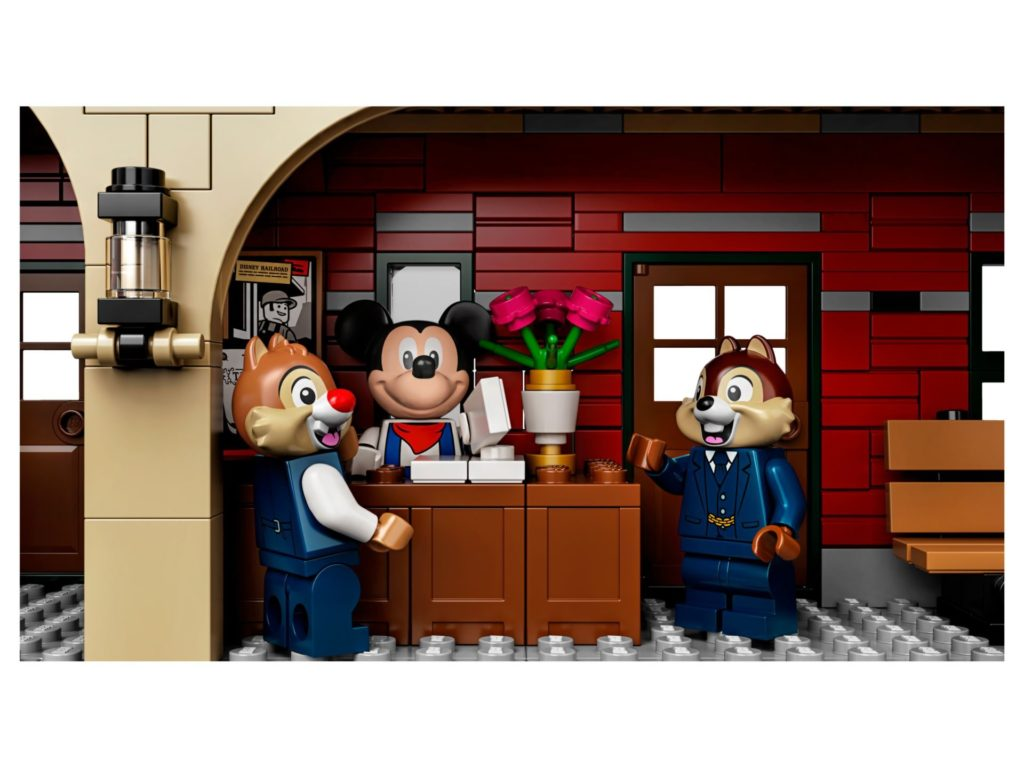 LEGO® 71044 Disney Zug mit Bahnhof - Micky, Chip, Chap | ©LEGO Gruppe