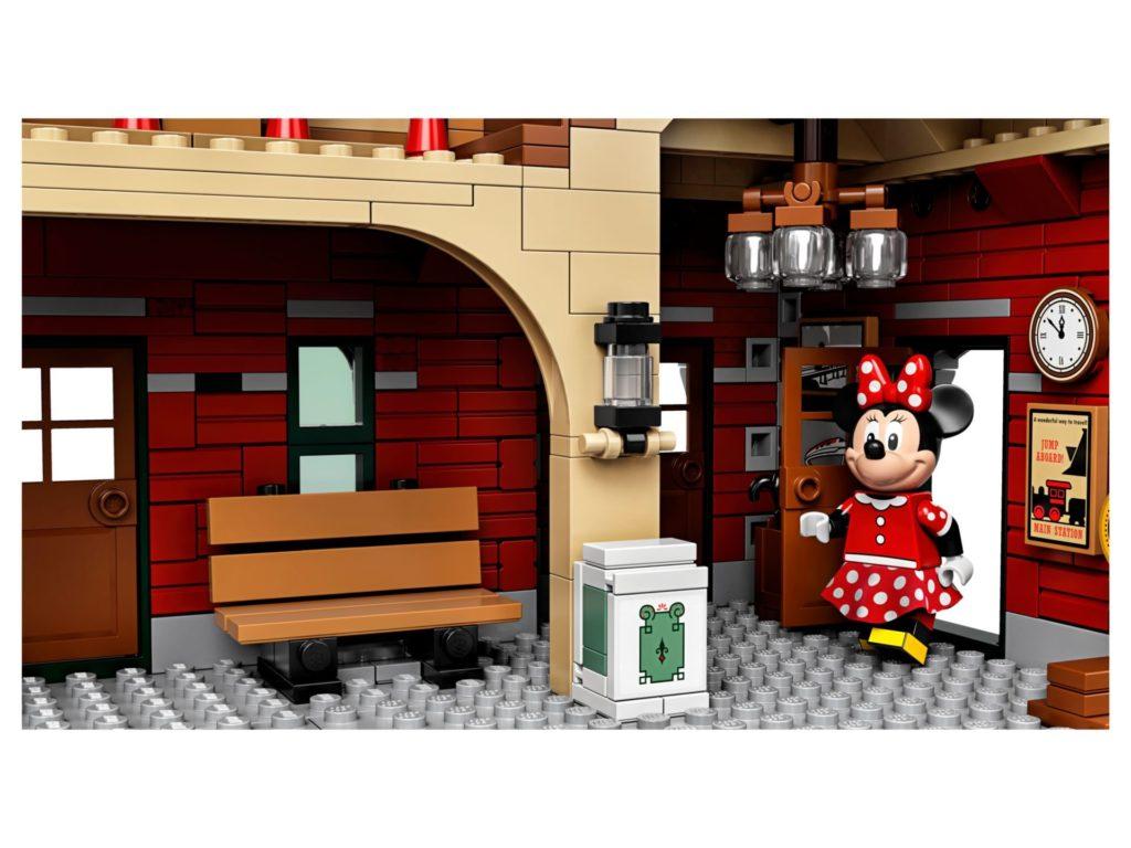 LEGO® 71044 Disney Zug mit Bahnhof - Bank mit Minie | ©LEGO Gruppe