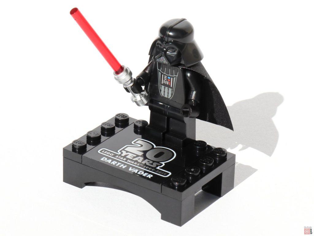 LEGO® Star Wars™ 75261 - Darth Vader Jubiläumsfigur mit Präsentationsständer | ©2019 Brickzeit