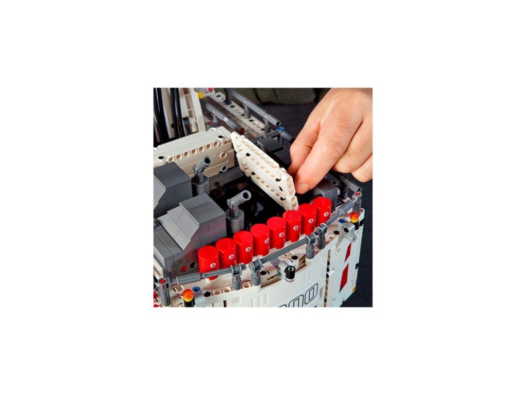 LEGO Technic 42100 Liebherr Bagger R 9800 - Bild 3 | ©LEGO Gruppe