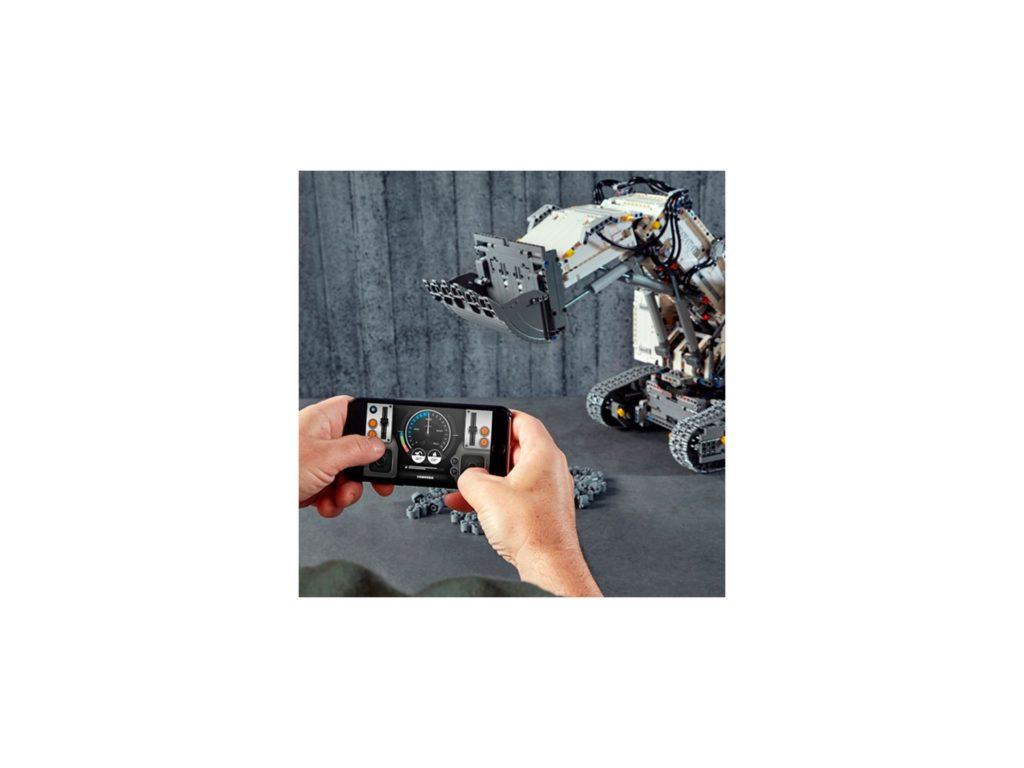 LEGO Technic 42100 Liebherr Bagger R 9800 - Bild 4 | ©LEGO Gruppe