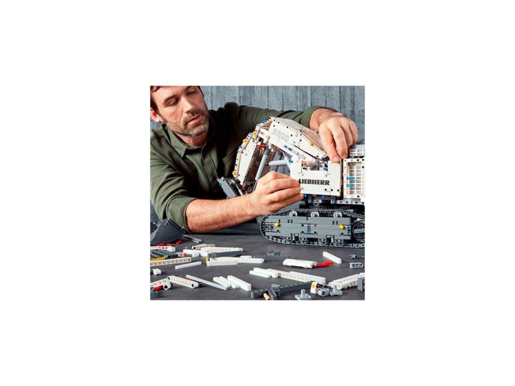 LEGO Technic 42100 Liebherr Bagger R 9800 - Bild 12 | ©LEGO Gruppe