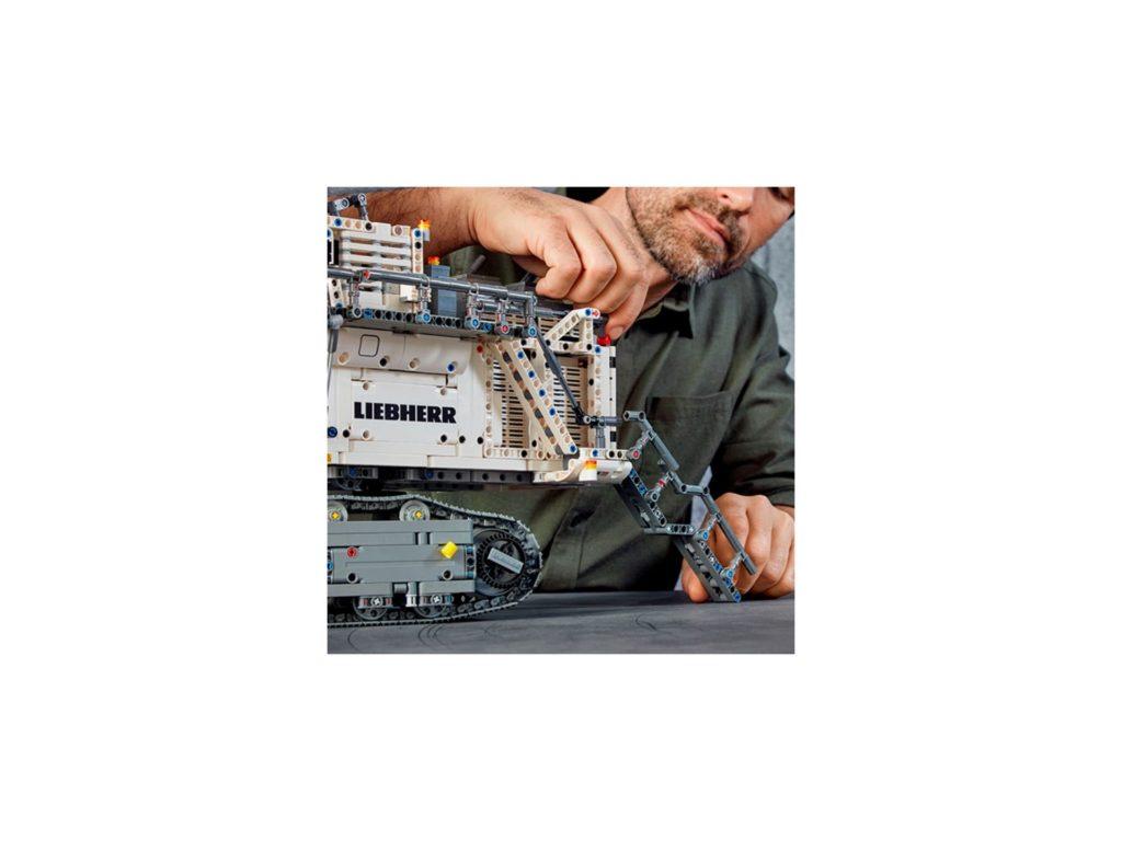 LEGO Technic 42100 Liebherr Bagger R 9800 - Bild 13 | ©LEGO Gruppe