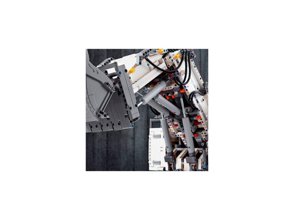 LEGO Technic 42100 Liebherr Bagger R 9800 - Bild 14 | ©LEGO Gruppe