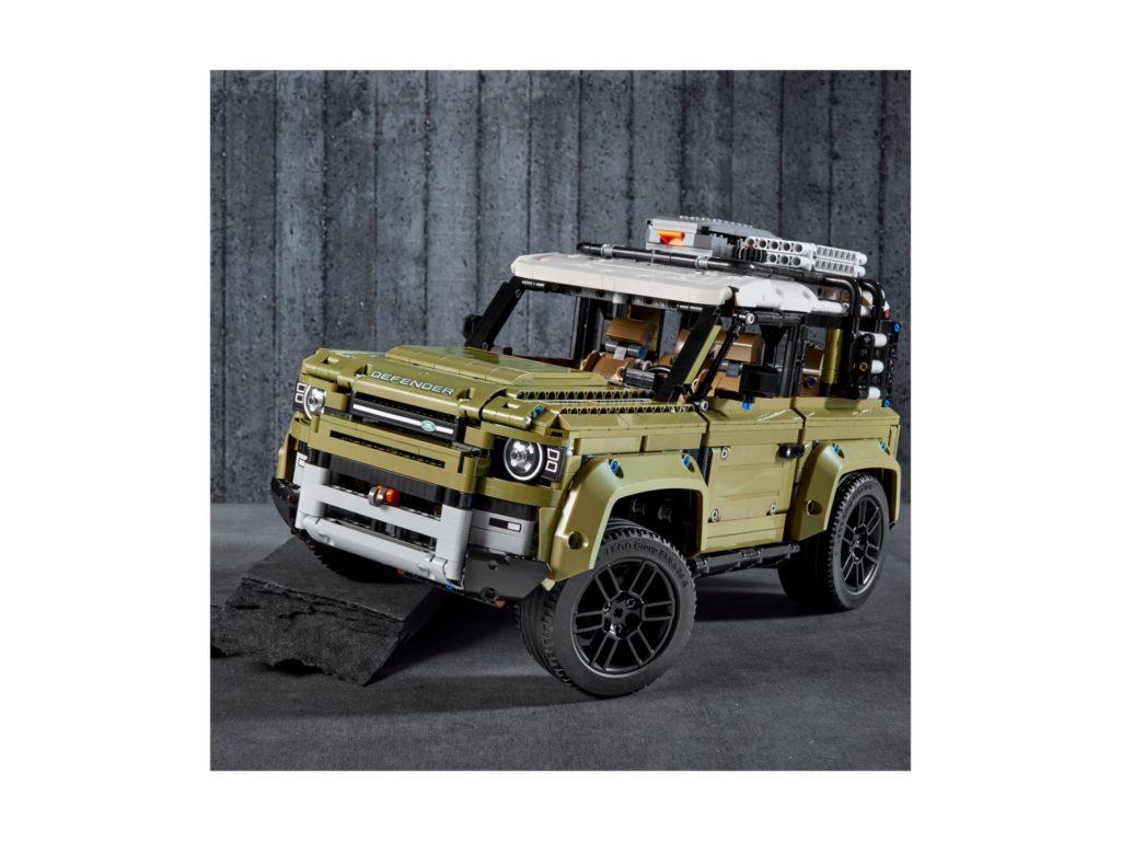 LEGO Technic 42110 Land Rover Defender - Bild 12 | ©LEGO Gruppe