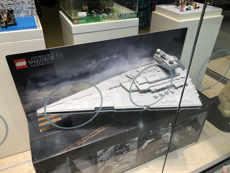 LEGO 75252 UCS Imperial Star Destroyer im Schaufenster | ©2019 Brickzeit