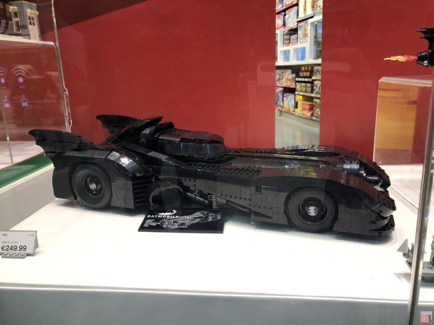 LEGO 76139 Batmobile im Schaufenster | ©2019 Brickzeit