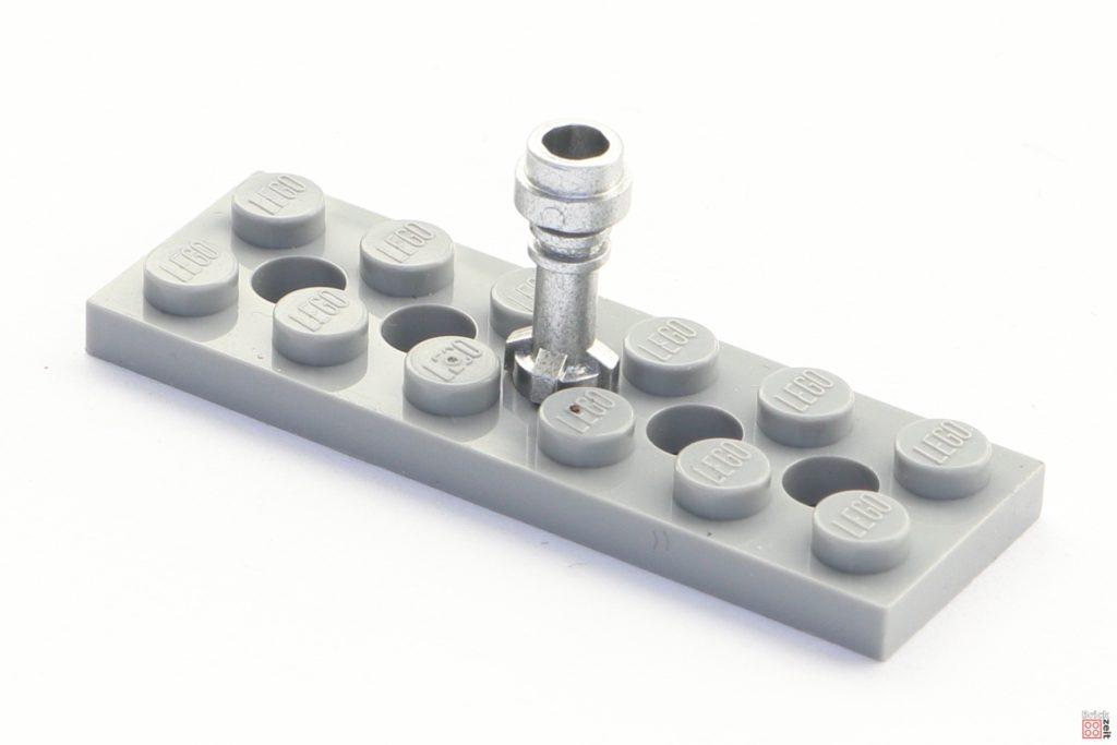 LEGO Griff auf 2x6 Platte mit Löchern gesteckt | ©2020 Brickzeit