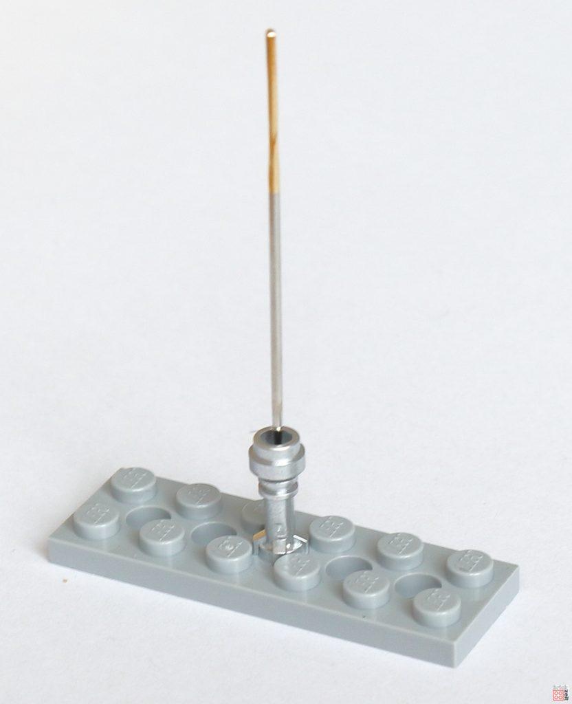 Mit Nadel das Loch mittig vorkörnen | ©2020 Brickzeit
